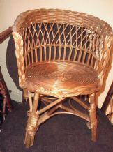 VINTAGE WICKER WOVEN RATTAN CHAIR CHILD OR DISPLAY FOR DOLLS TEDDY BEARS